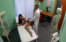 Fake doctor banged and creamed hot babe
